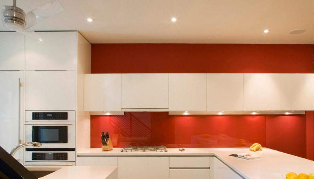 Guide on How to Paint Glass Splashbacks – 5 Easy Steps